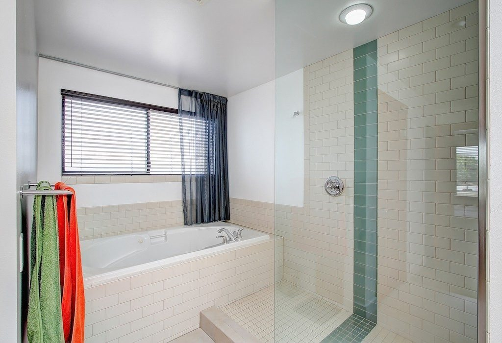 1605 E Pike St unit 203 - mstr bath2
