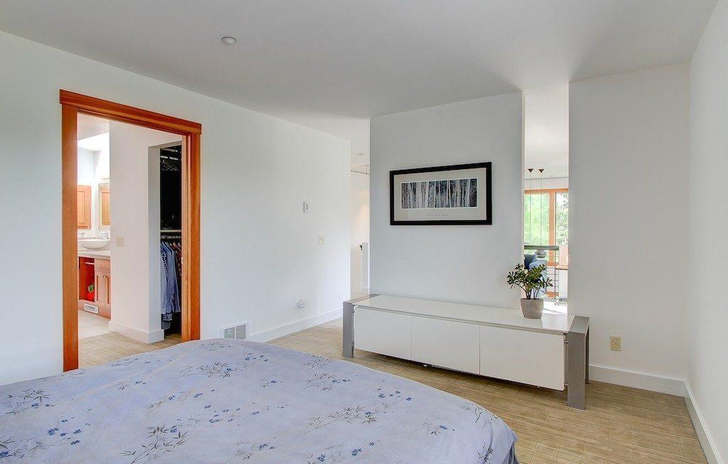 1605 E Pike St unit 203 - mstr bed 2