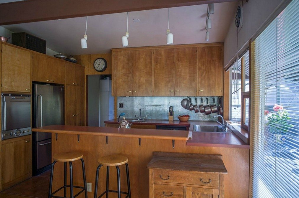 2803 NE 82nd St - kitchen from dine =R