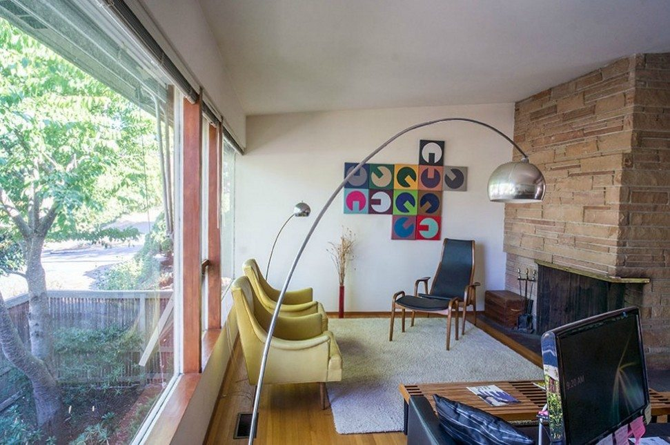 2803 NE 82nd St - living area and fireplace = R