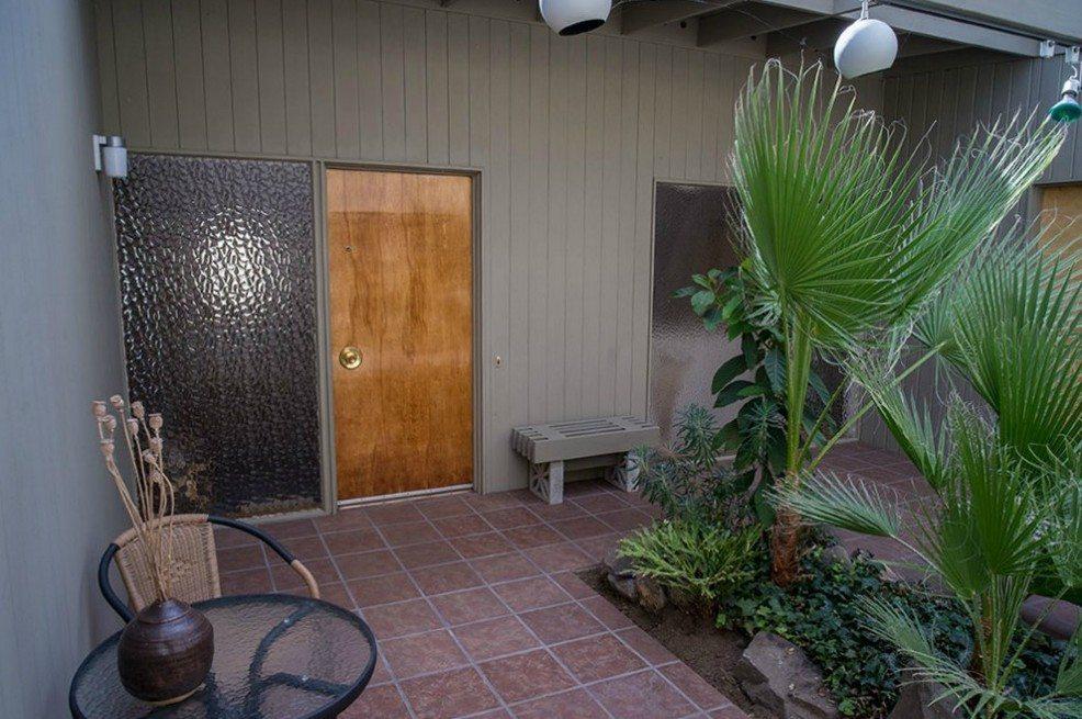 2803 NE 82nd St - patio - not sure =R