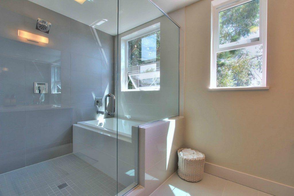 5126 45th Ave NE - mstr bath