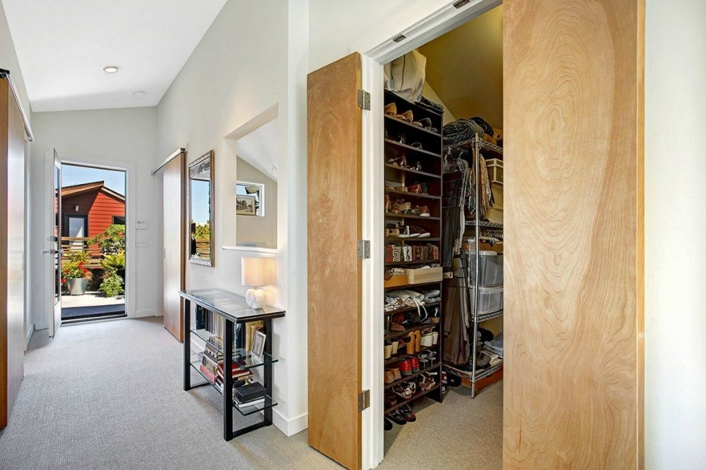 5926 California Ave SW unit C - 3rd floor hall