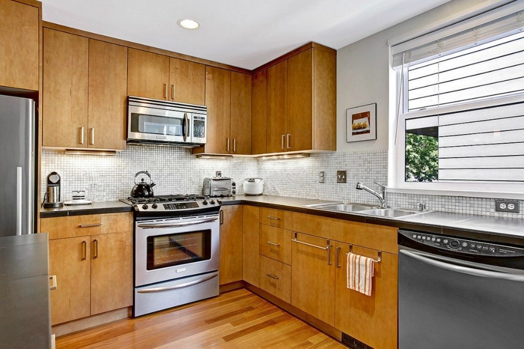 5926 California Ave SW unit C - kitcken