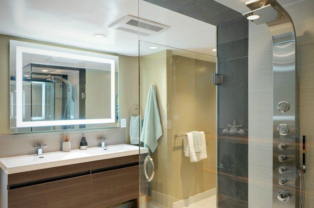 714 Bellevue Ave E unit 101 - mstr bath