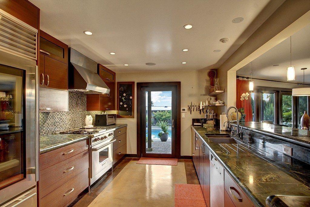 8626 Fauntlee Crest SW - kitchen