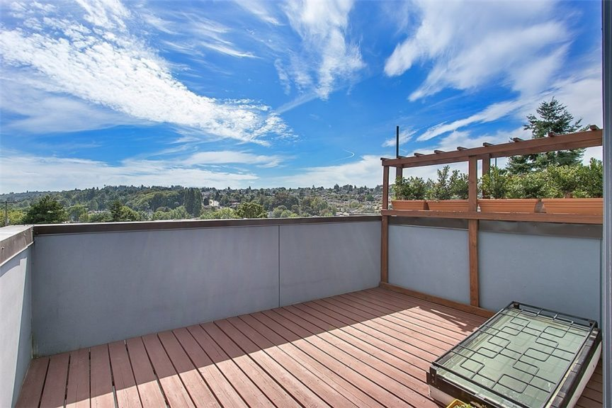 1915 25th Ave S - deck view