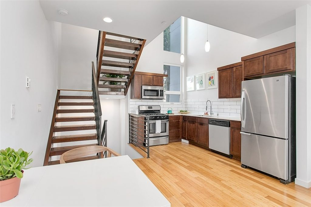 1915 25th Ave S - kitchen