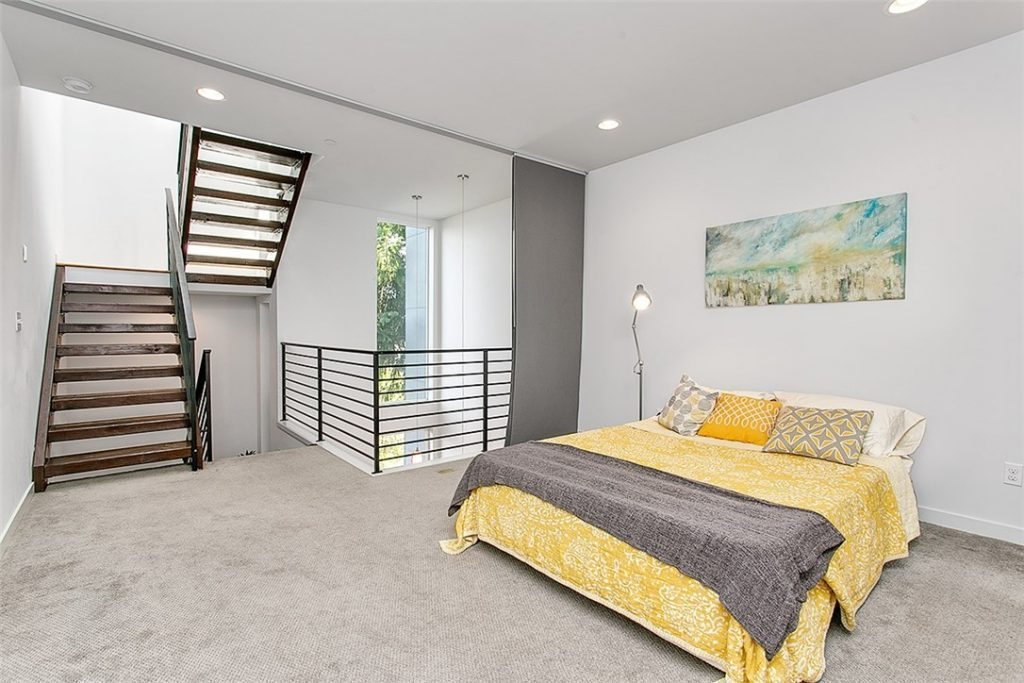 1915 25th Ave S - mstr bed