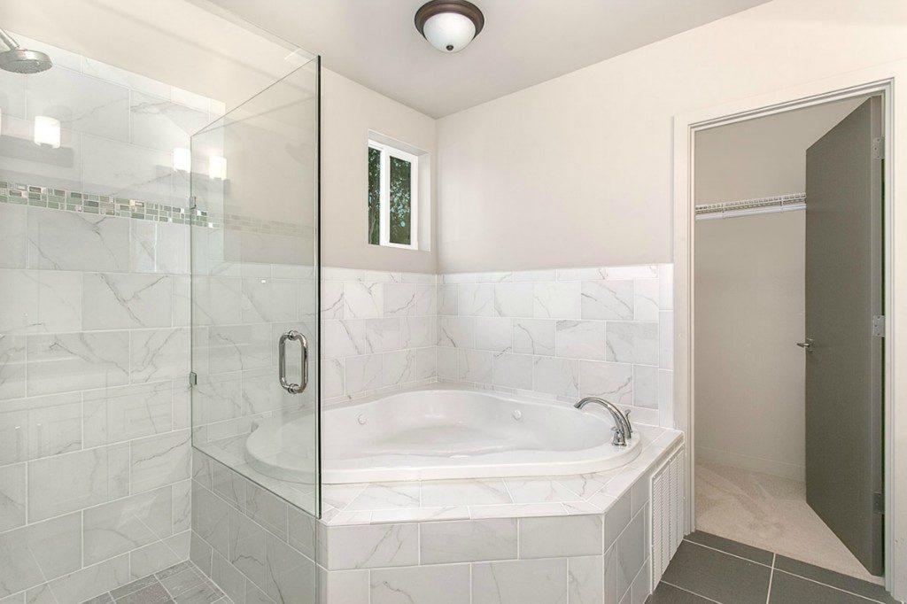 202 N 87th St - mstr bath