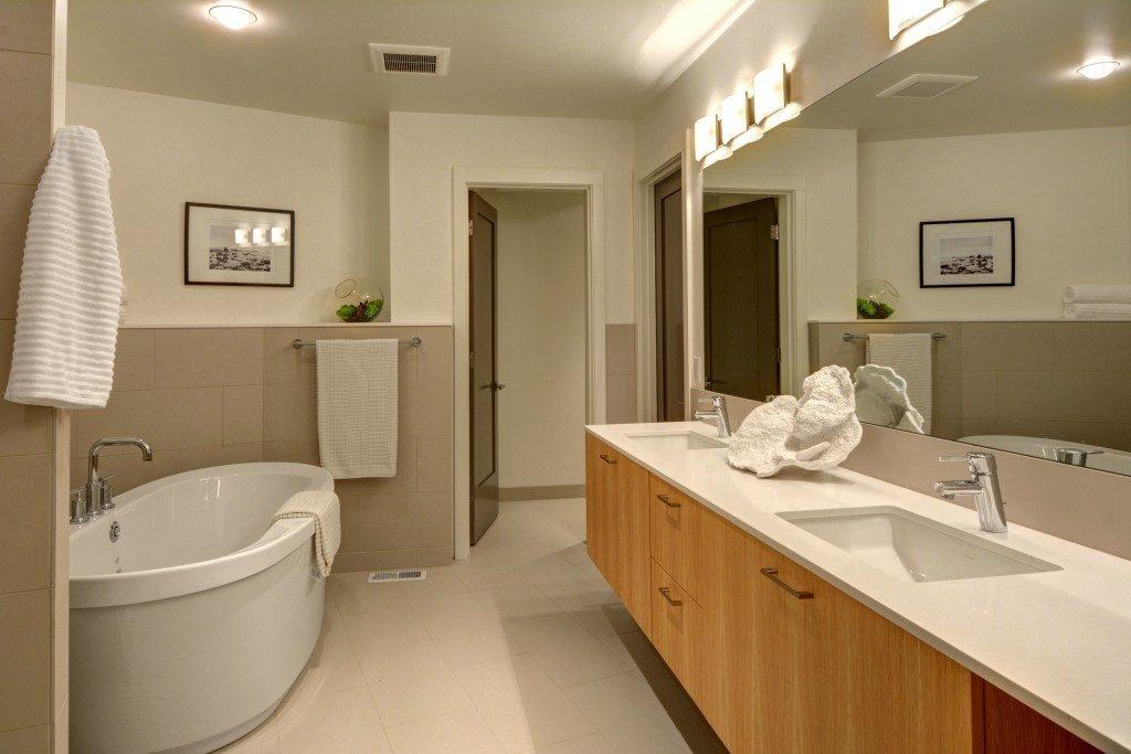 9416 17th Ave NE - mstr bath