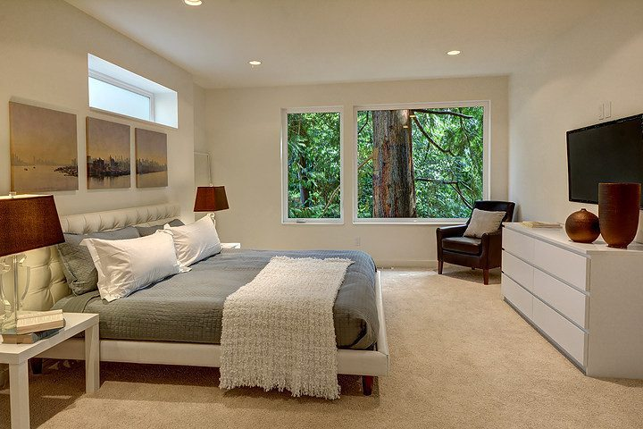 9416 17th Ave NE - mstr bed