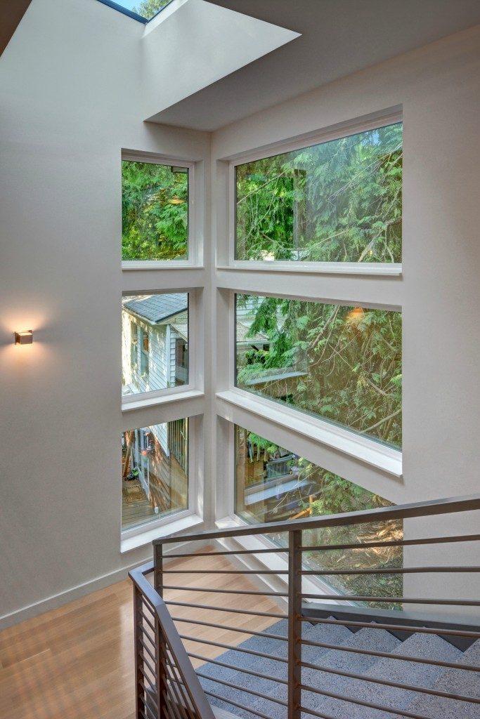 9416 17th Ave NE - stairwell