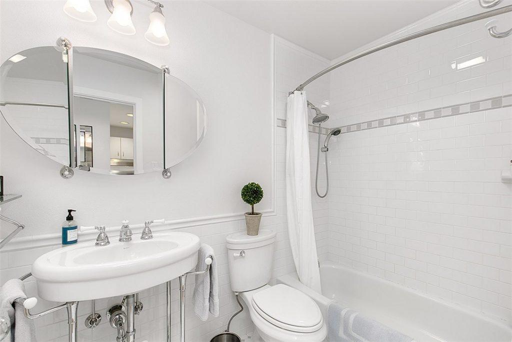1401 5th Ave W unit 305 - bath