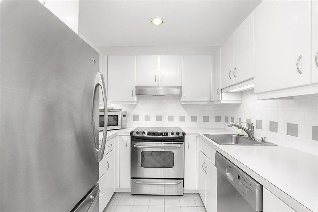 1401 5th Ave W unit 305 - kitchen
