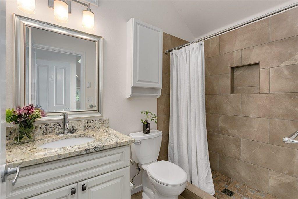 1501 Lake Washington Blvd unit 1505F - bath