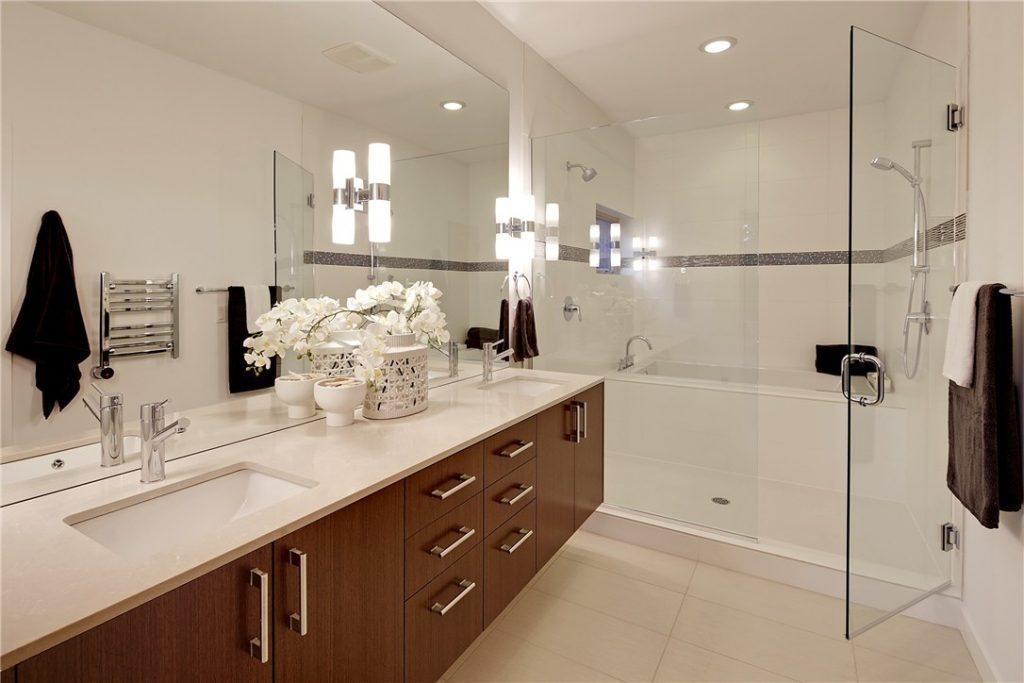 1527 30th Ave S - master bath
