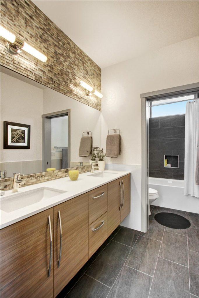 2700 22nd Ave S - bath2