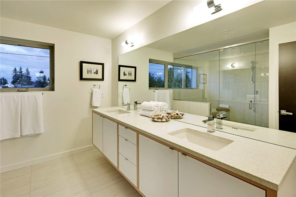 3237B California Ave SW - mstr bath
