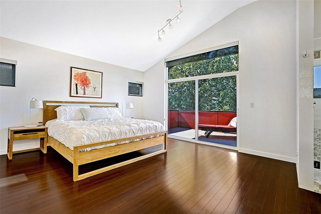 3719 37th Ave S - mstr bed