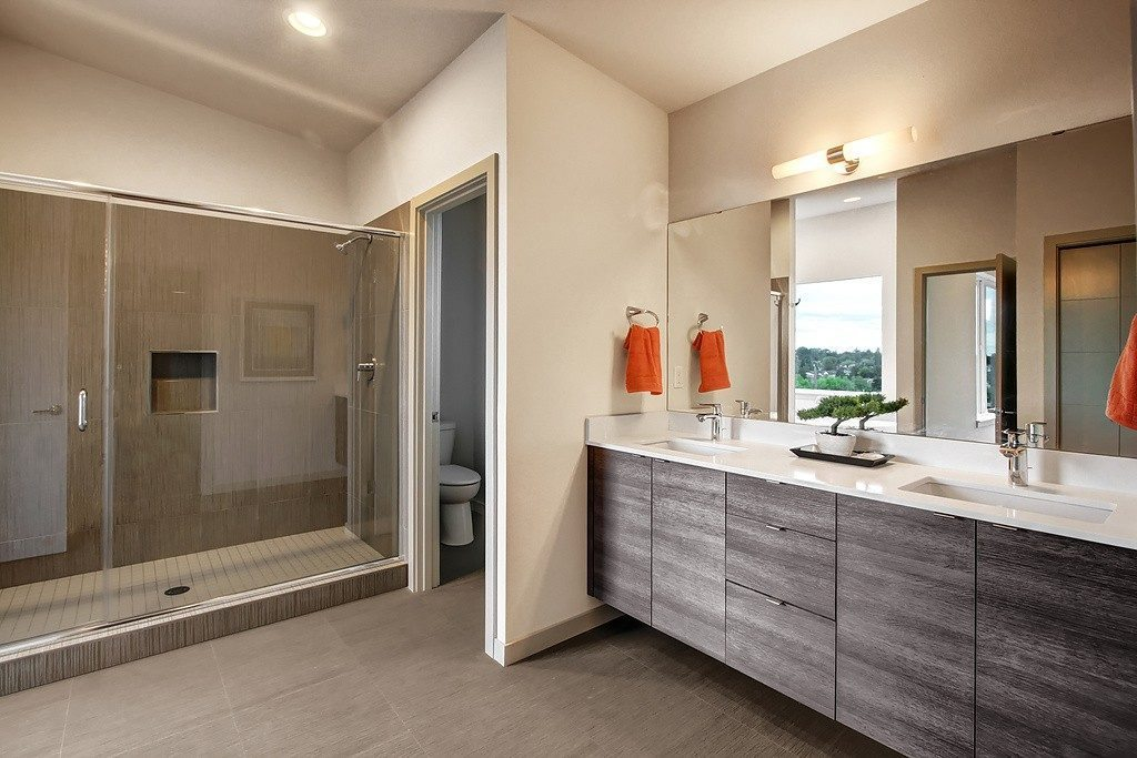 3824 Renton Ave S - mstr bath1