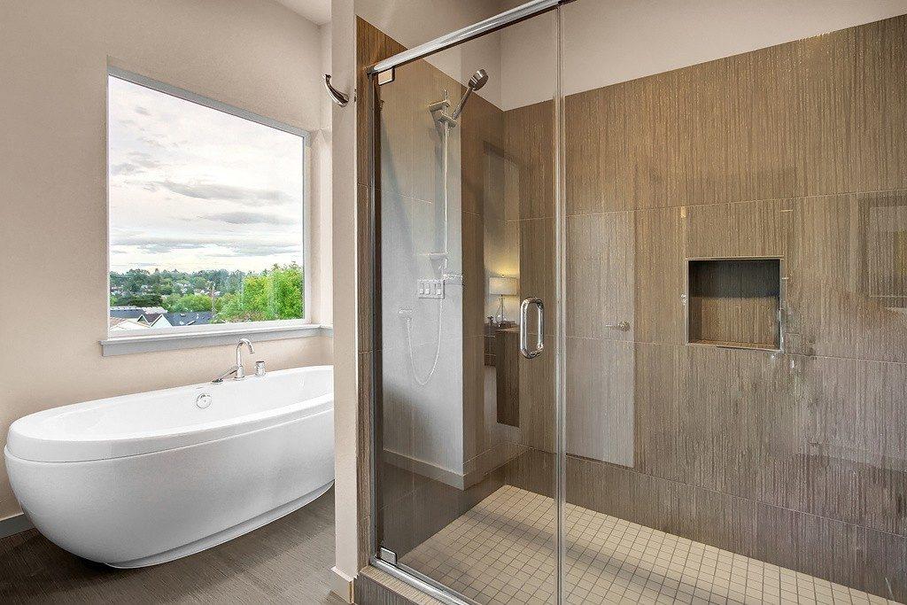 3824 Renton Ave S - mstr bath2