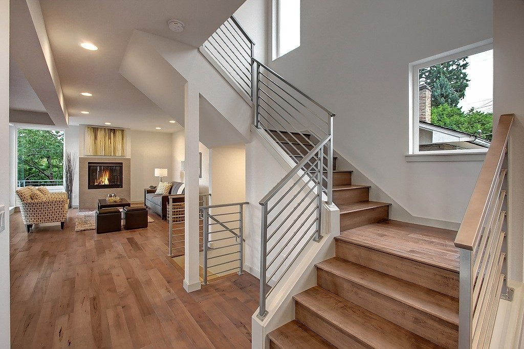 3824 Renton Ave S - stairs