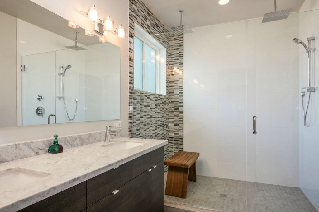 4621 S Mead St - master bath