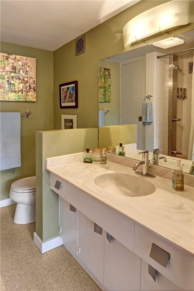 1221 Minor Ave unit 110 - bath