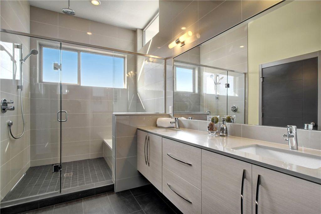 2704 22nd Ave S - bath1