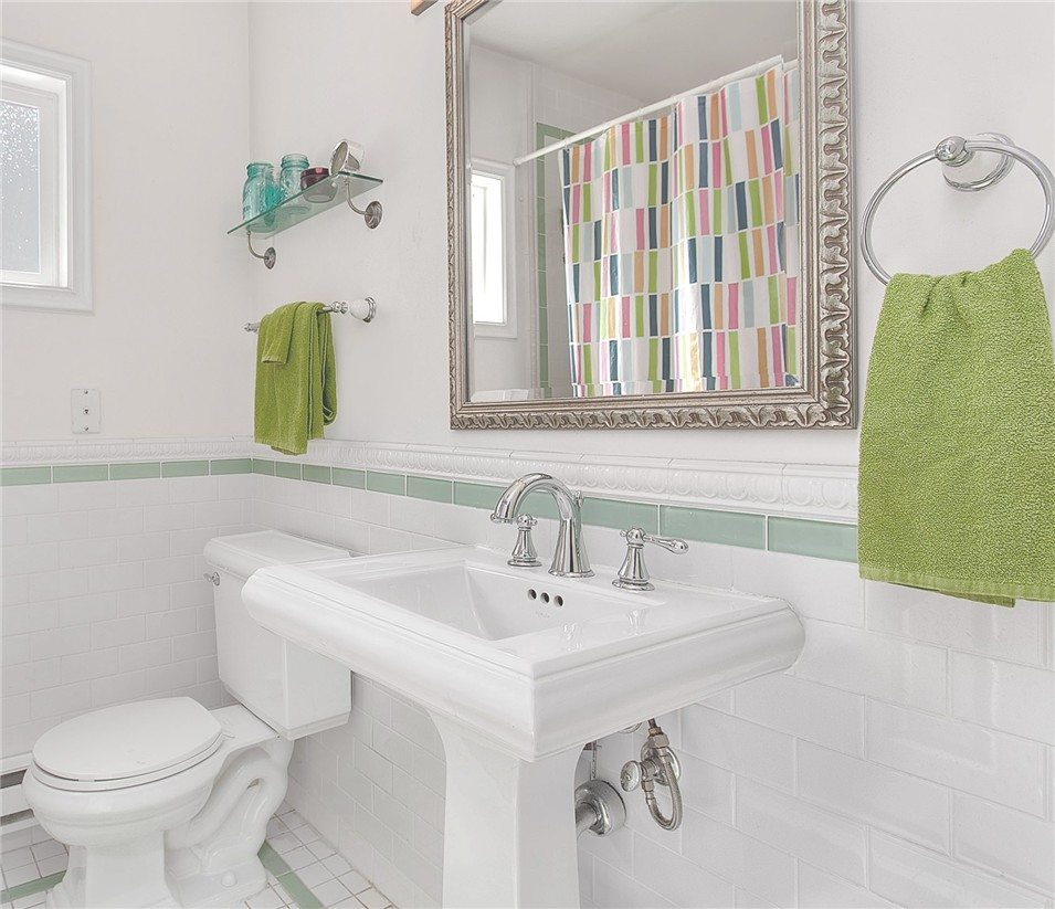 421 10th Ave E unit C - bath