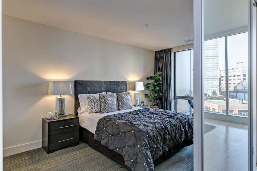 820 Blanchard St unit 503 - bed