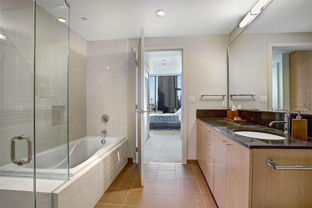 909 5th Ave unit 1803 - bath