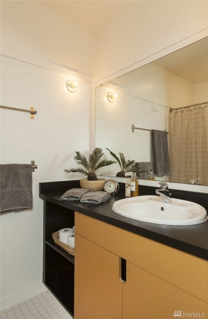 1413 15th Ave unit 3 - bath
