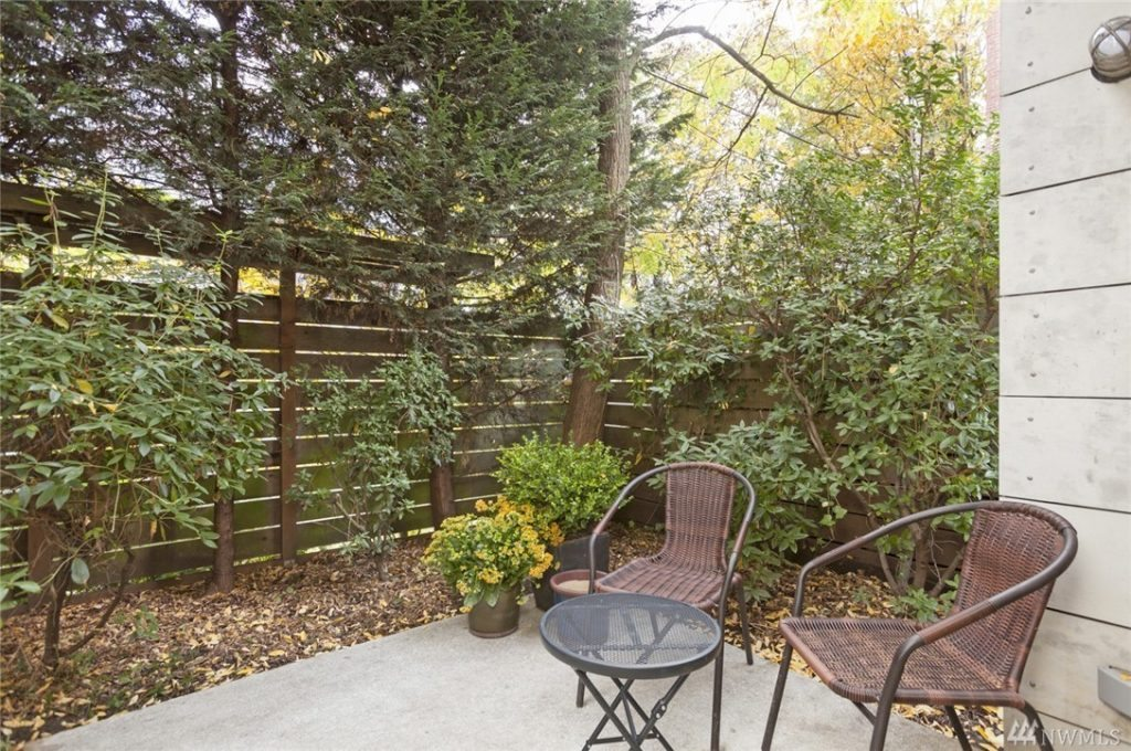 1413 15th Ave unit 3 - patio