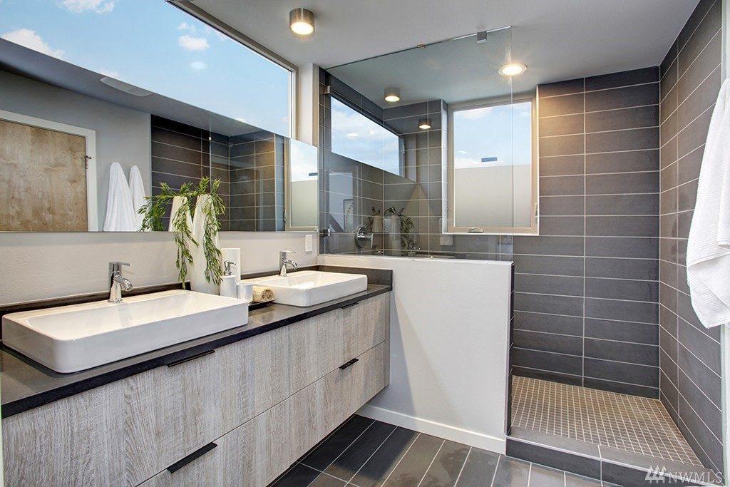 4032 Linden Ave N - mstr bath