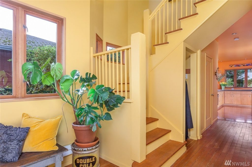 807 24th Ave - stair