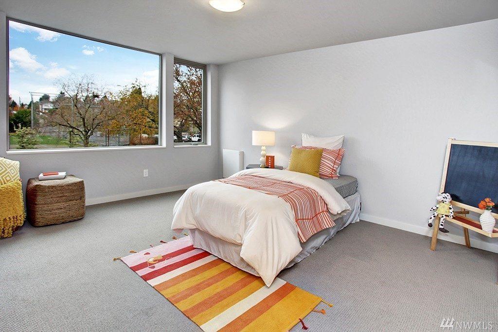 b 4032 Linden Ave N - bed