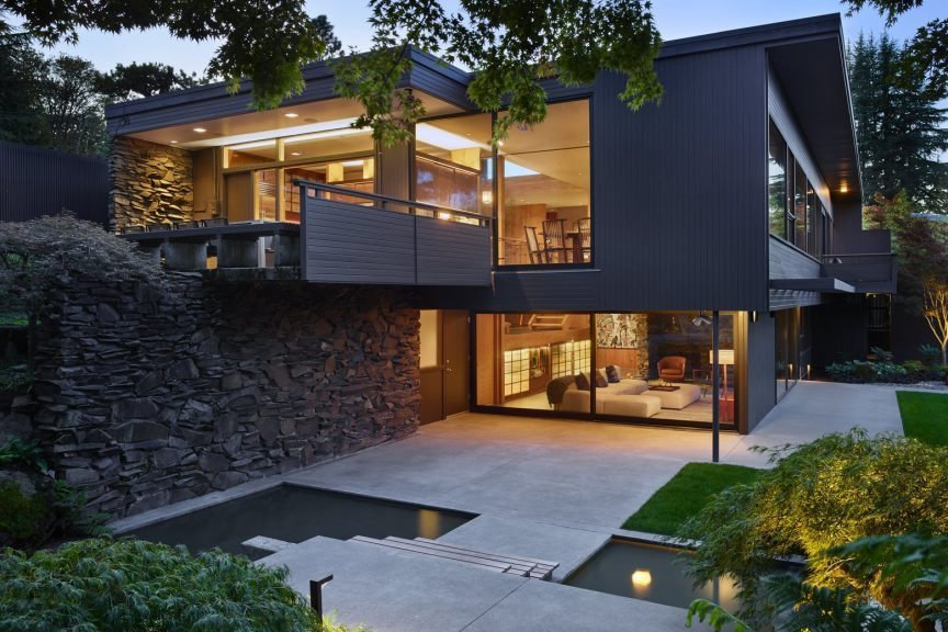 Architect Paul Kirk designed house, redone by architect Tom Kundig. Charles Smith residence. Image license: Olson Kundig. The Seattle Times may publish in Pacific Northwest Magazine. © Copyright 2015 Benjamin Benschneider All Rights Reserved.