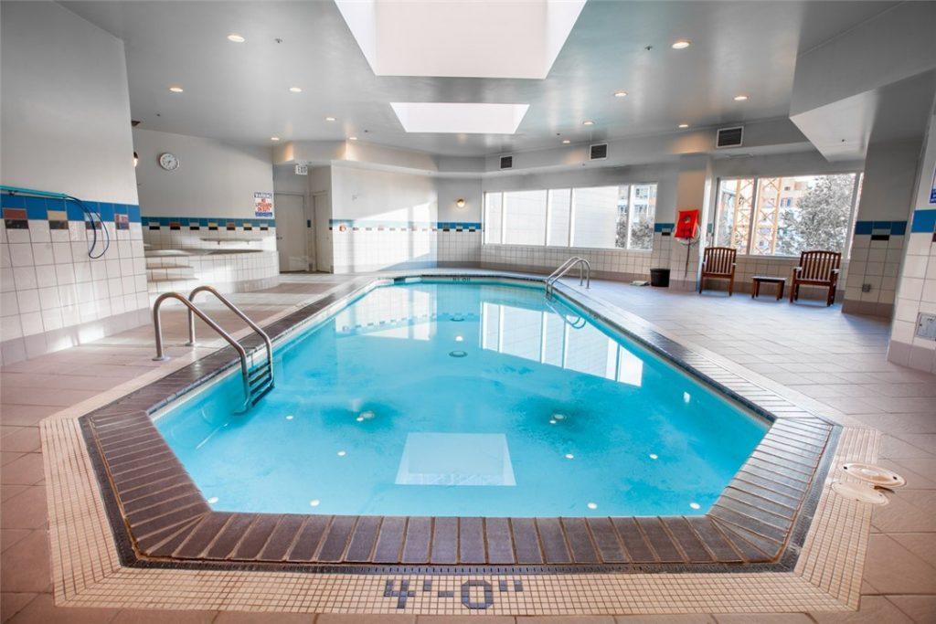 2100-1st-Ave-unit-1601-pool