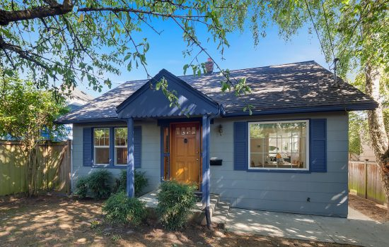 GrnLkLivn! Urbnlivn is Selling a Green Lake Craftsman